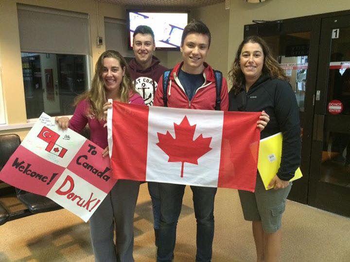 Kanada'ya Değişim Programlarımızla Giden Öğrencilerimizin Ev Sahibi Aileleriyle İlk Karşılaşmaları
