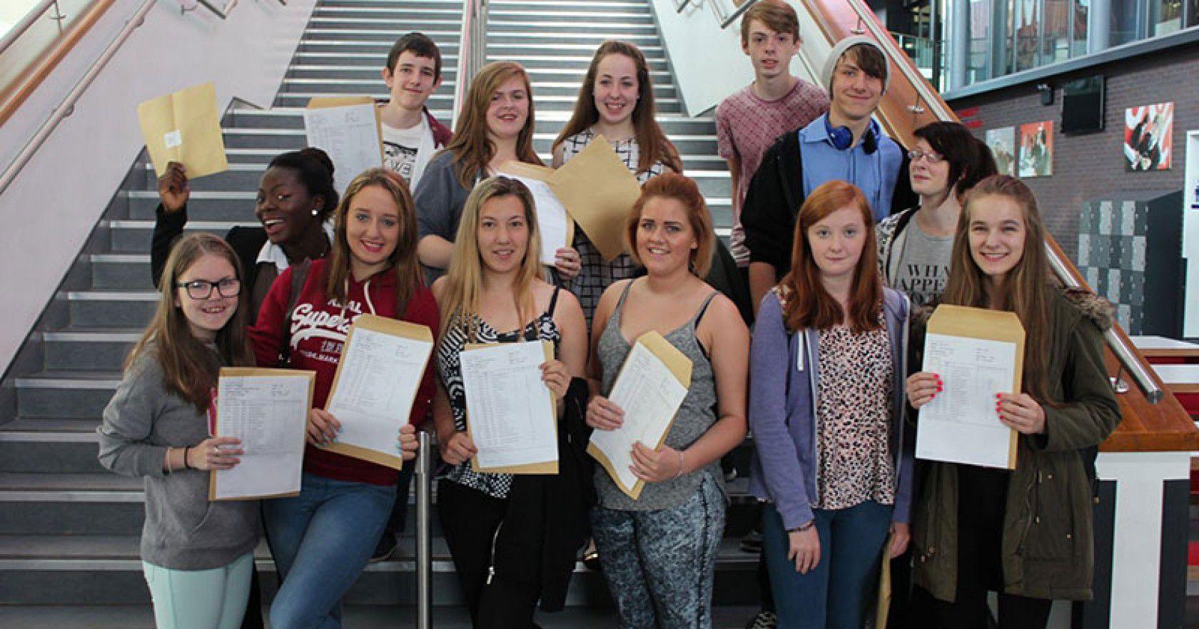 İngiltere Devlet Bakanlığı Lise Eğitim Programları Hakkında Merak Edilen Her Şey