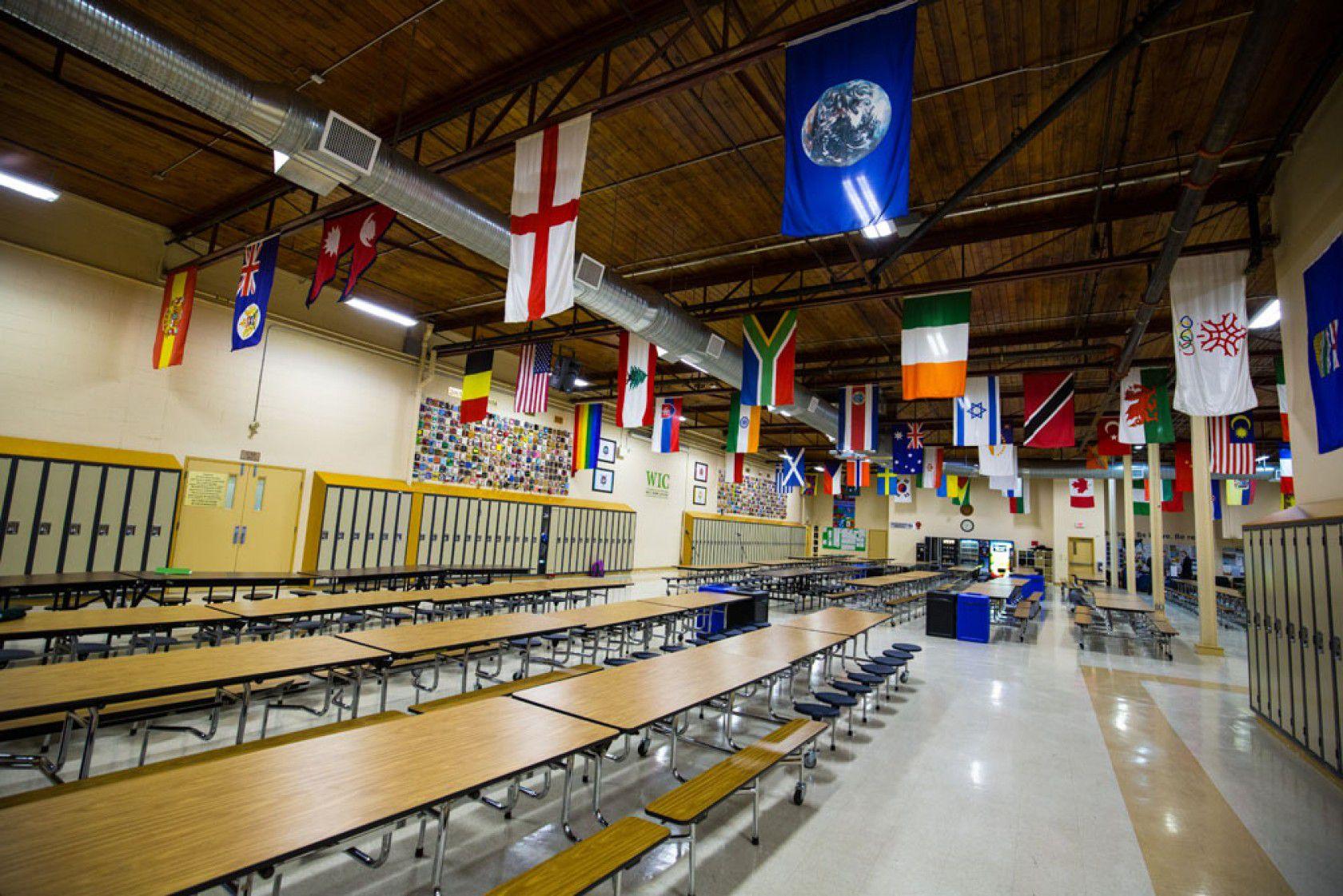 Kanada özel liselerinden West Island College / College De L'Ouest de L'Ile