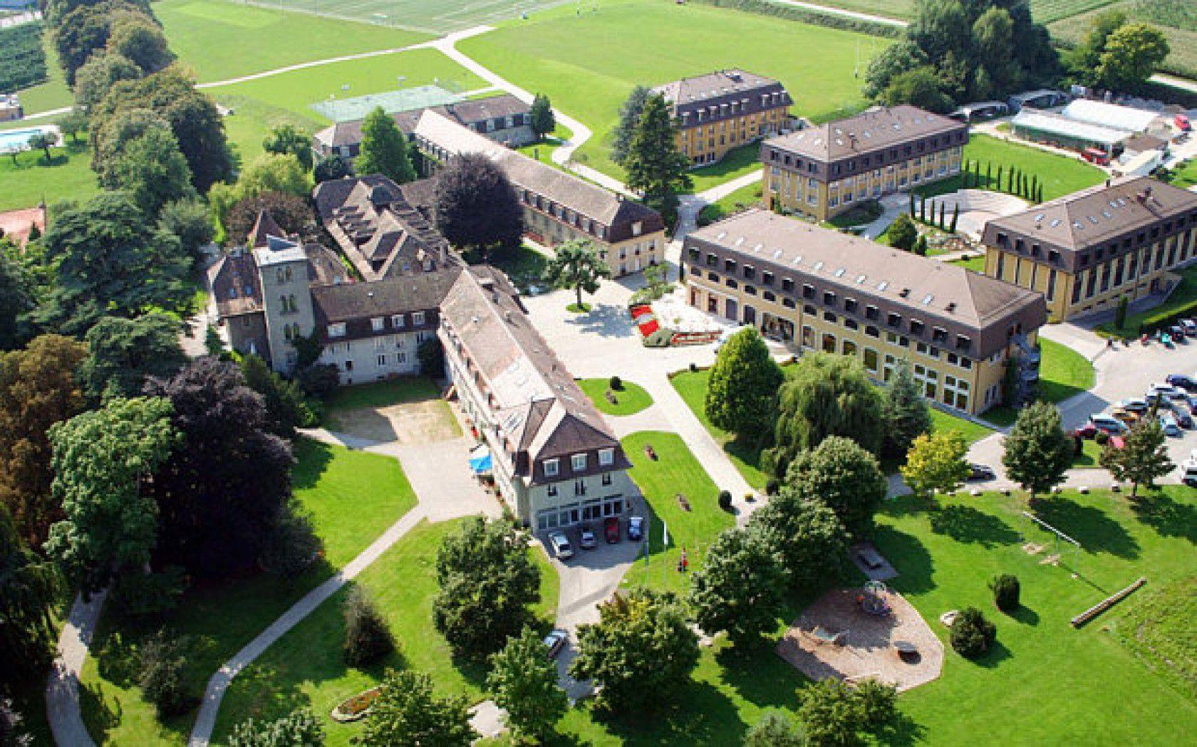 İsviçre'nin En Prestijli Özel Lisesi Le Rosey