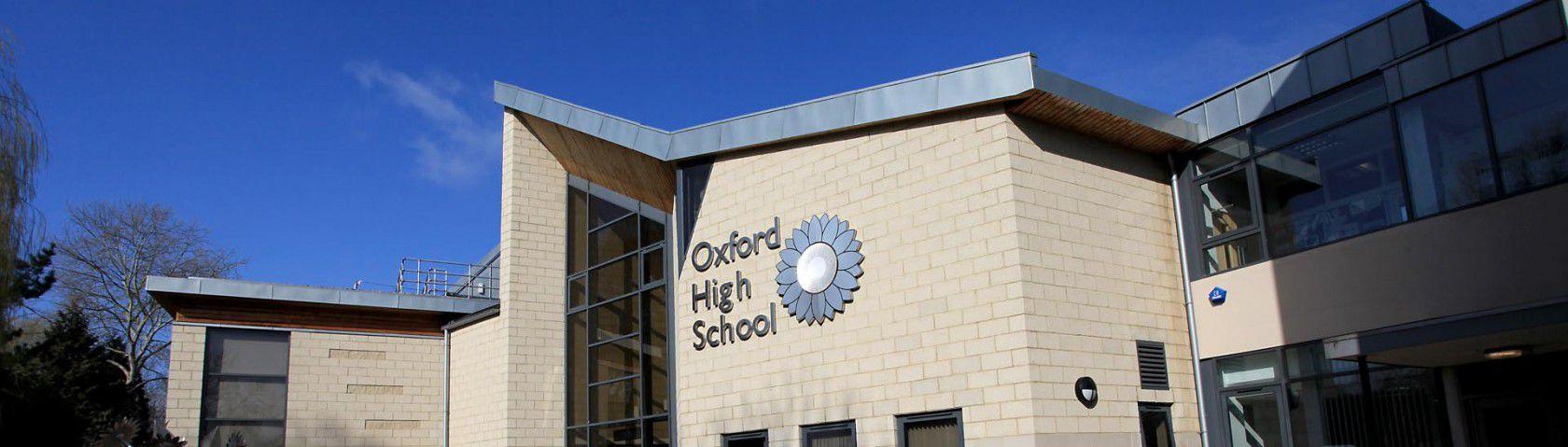 İngiltere Oxford da özel yatılı lise eğitimi ve kampüs