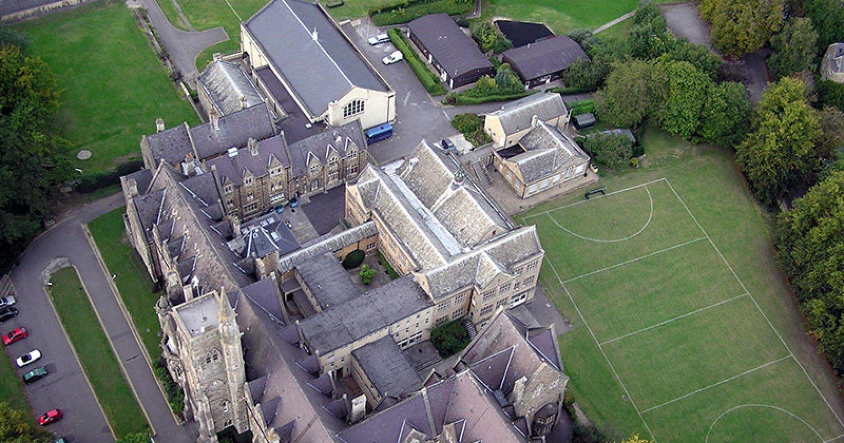 İngiltere'de Lise Bursu Almak İsteyen Öğrenciler Hangi Koşullara Dikkat Etmeli?