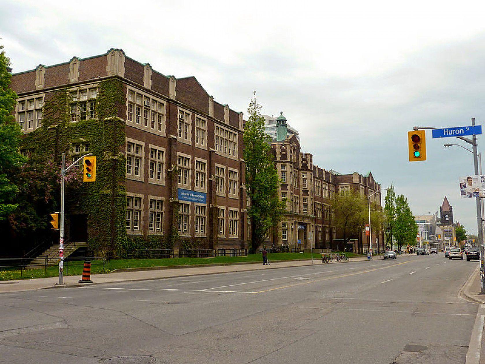 Kanada'da Mezuniyet Olanaklar ve Diploma Veren Okullarla Alakalı Bilinmesi Gerekenler
