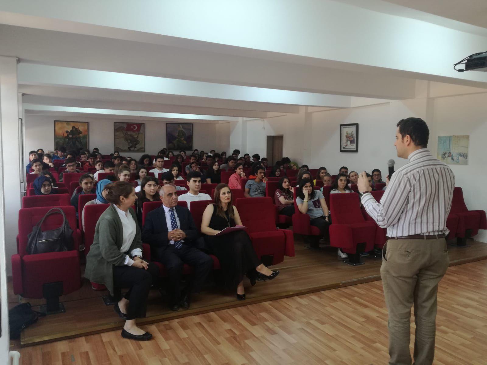 Ankara 75. Yıl Anadolu Lisesi, Yurtdışında Üniversite seminerine büyük ilgi gösterdi!