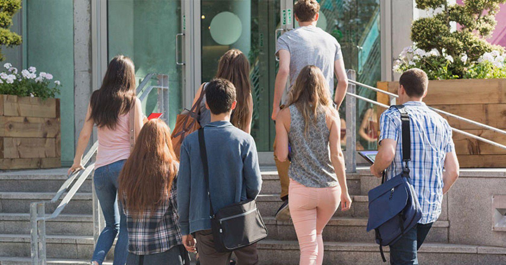 İngiltere Londra da özel yatılı lise eğitimi ve kampüs