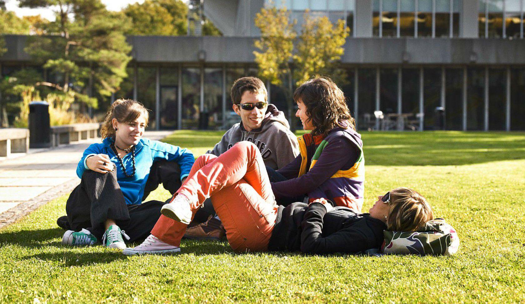 İsviçre Pully-Lausanne ve Nyon'da Özel Yatılı Lise Eğitimi ve Kampüs