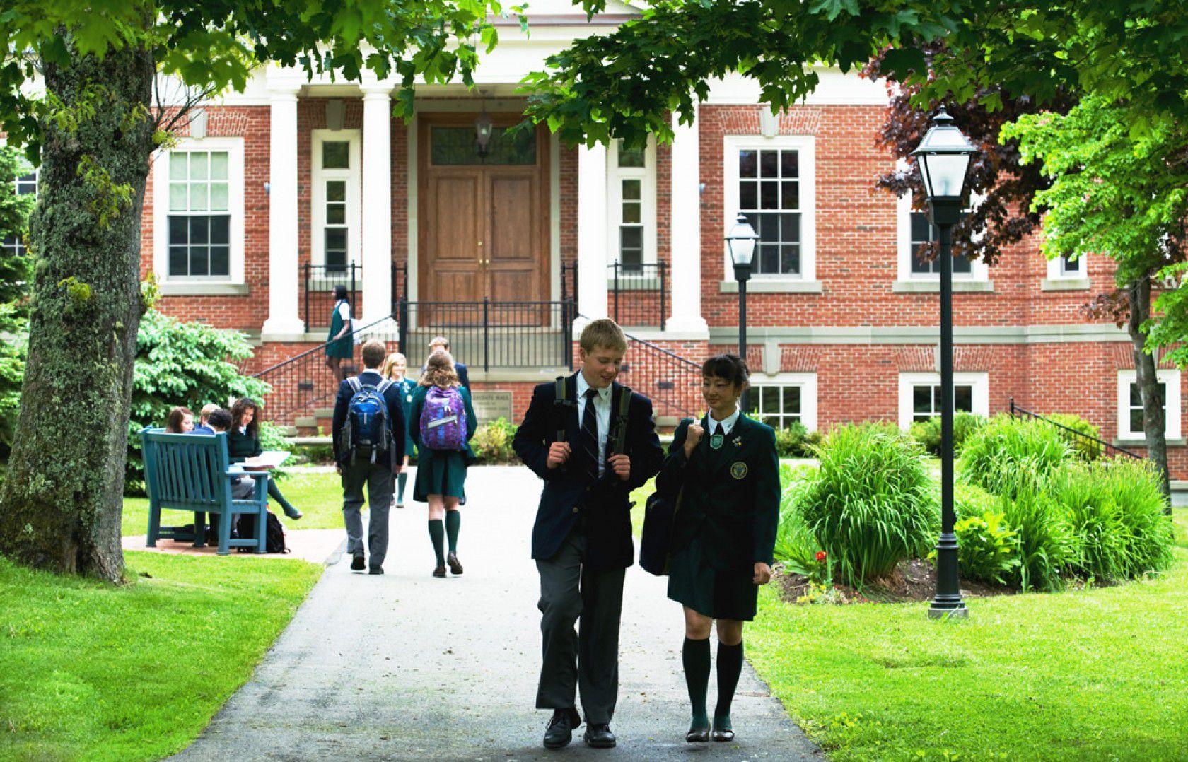 Kanada'da Yatılı Lise Eğitimi Almak Hakkında Her Şey