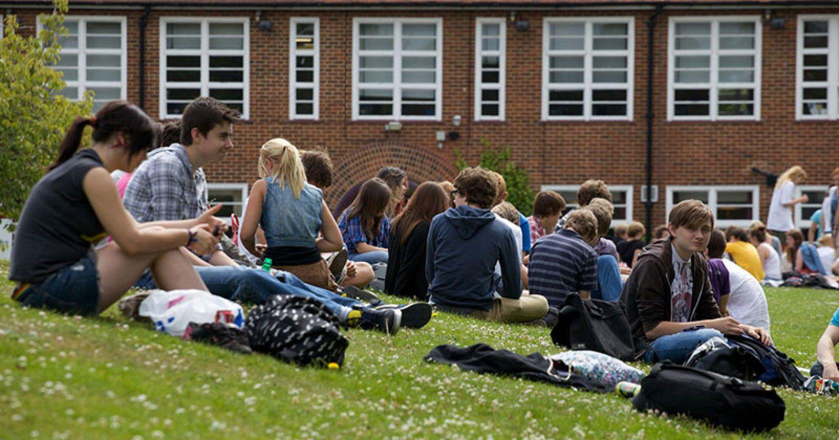 İngiltere'de Lise Okuyan Ünlüler Kimlerdir?